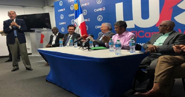 Juramentan periodistas apoyan a Luis Abinader