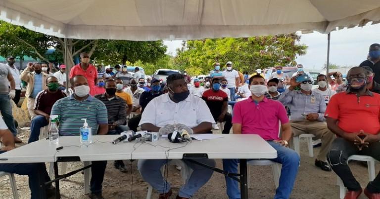 Choferes SDO y Los Alcarrizos demandan medidas les permitan trabajar