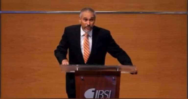 Pastor Marcos Peña