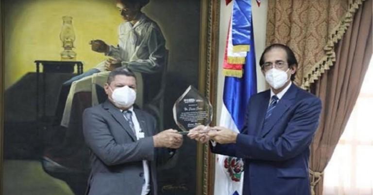 Gobierno reconoce-labor-del-asesor-Pastor-Ponce