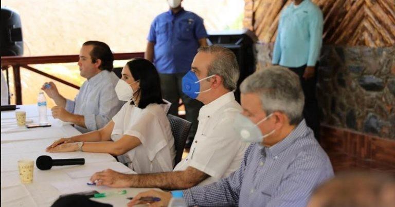 Presidente Abinader promete hospitales eficientes