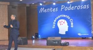DR. Alberto Díaz imparte conferencia