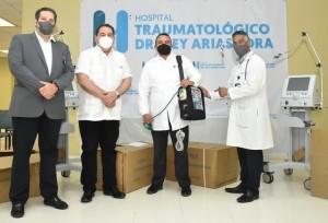 Arias Lora recibe ventiladores