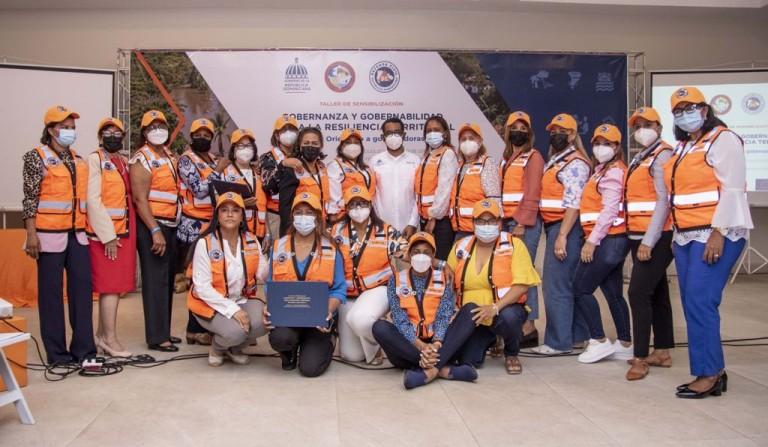 Gobernadoras participan en curso sobre mitigación y desastres